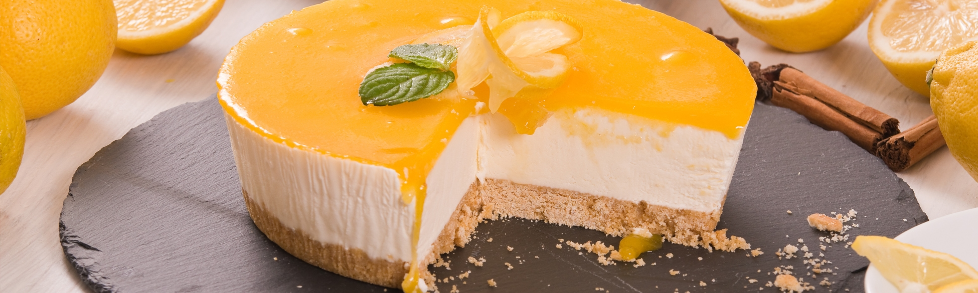 Sweet recipes: cheesecake and lemon curd
